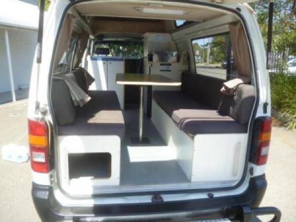van vendre sydney toyota hiace 3 personnes. Black Bedroom Furniture Sets. Home Design Ideas