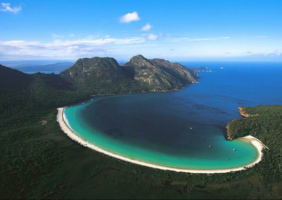 Things to do in Tasmania - visit wineglass bay