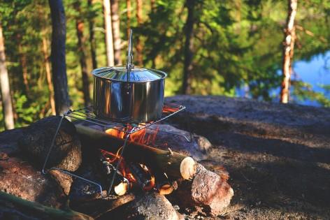 Abenteuer: Lasst den Abend mit einem Lagerfeuer ausklingen