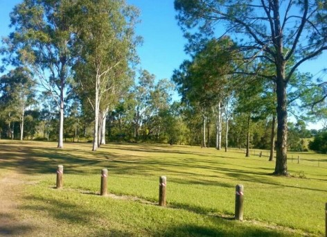 Tully Memorial Park offers a large grassy green parking area for a pleasant night in the Campervan