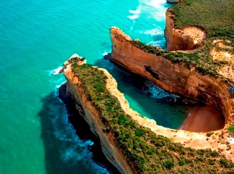 A Great Ocean Road tour must be on your holiday list!