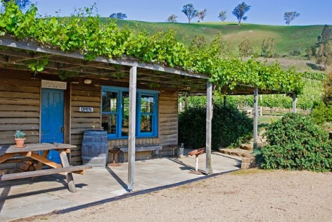 Ensay winery - Stop by an enjoy some free wine tasting